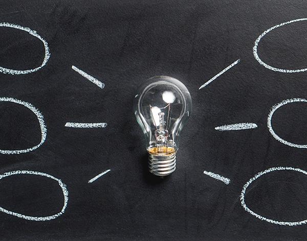 Conseil en stratégie - Ampoule et boite à idées