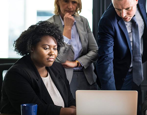 Formation - Manager, réunion à 3 personnes